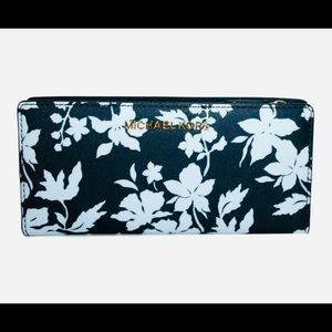 Michael Kors Bags - 🌸 Michael Kors Large Snap Wallet &Card Case 🌸